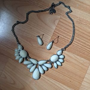 3/$10 / earrings and necklace set